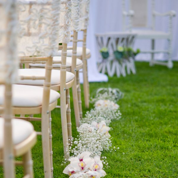 Gypsophila combined with other white flowers looks pretty laid on the grass and lining the outdoor wedding aisle